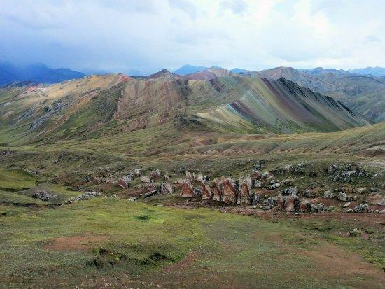 rainbow-mountain-palcoyo (1)